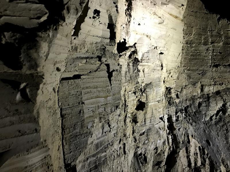 Remplissages dans la grotte des Cavottes